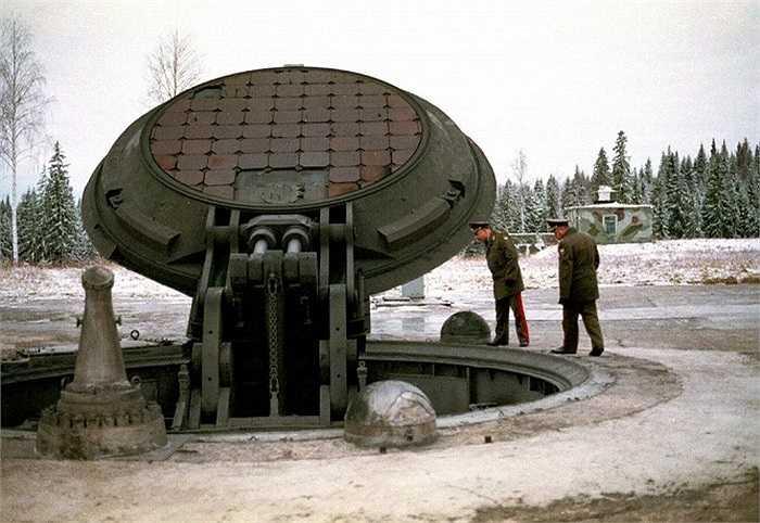 Ống phóng cố định của tên lửa Topol-M được xây dựng dưới mặt đất