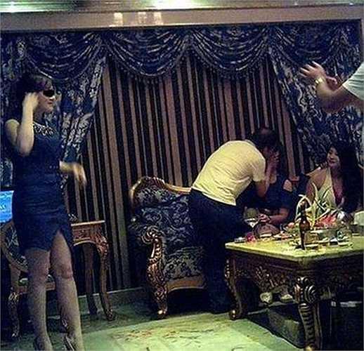 Những bức ảnh thác loạn được cho là của Cục phó Cục quản lý nhà đất khu Tấn An, thành phố Phúc Châu, tỉnh Phúc Kiến, Trung Quốc