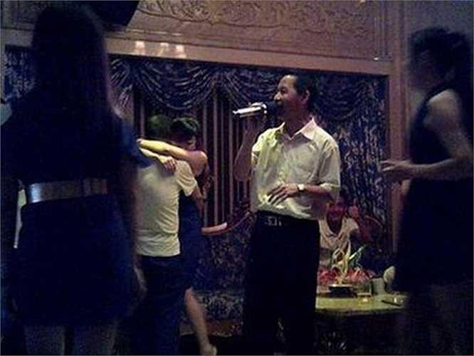 Theo Hoàn Cầu thời báo, 26 bức ảnh cuộc sống về đêm của Cục phó Cục quản lý nhà đất Lâm Tông Duy đã bị phát tán trên trang tìm kiếm lớn nhất Trung Quốc Baidu.com