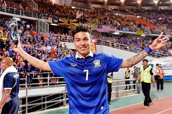 Mang trong mình hai dòng máu Thái Lan-Thụy Sỹ, Charyl Chappuis trở nên nổi tiếng sau khi cùng Thái Lan vô địch SEA Games 27