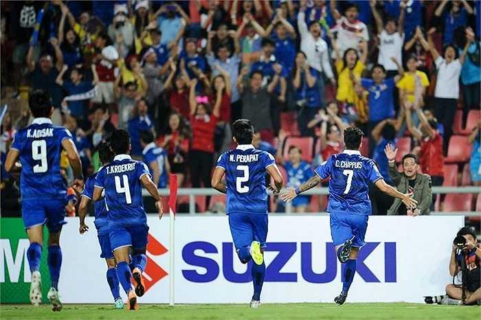 Anh đang cùng đội tuyển Thái Lan hướng tới chức vô địch AFF Cup 2014. Thái Lan vừa thắng Malaysia 2-0 ở trận chung kết lượt đi