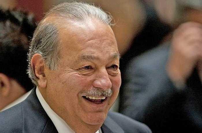 Là ông trùm viễn thông tại Mexico, tỷ phú Carlos Slim Helú sở hữu khối tài sản khoảng 67,8 tỷ USD. Đam mê kinh doanh từ lúc mới 5 tuổi, nhanh chóng tham gia vào thị trường chứng khoán năm 12 tuổi, có mặt trong danh sách tỷ phú của Forbes suốt 23 năm, Carlos Slim Helú là minh chứng cho sự thành công của những con người nhìn ra khả năng phát triển của ngành công nghệ. Thế nhưng, ông lại không hề sử dụng máy vi tính, 'mù' tin học và chỉ làm việc với giấy, bút.