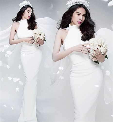 Những bức ảnh Thủy Tiên lộng lẫy trong bộ váy cưới khiến người hâm mộ nhiều lần nghĩ rằng cô sẽ sắp sửa lên xe hoa cùng Công Vinh.