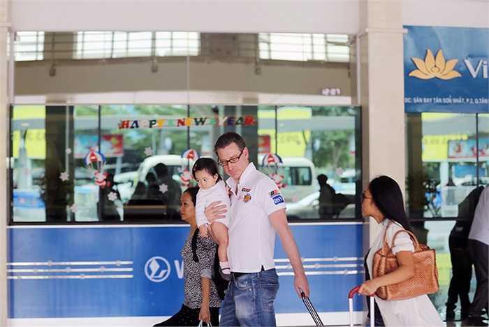 Ngay khi xuất hiện tại sân bay Tân Sơn Nhất, Đoan Trang được khá nhiều nhận ra, dù chị ăn mặc khá giản dị.