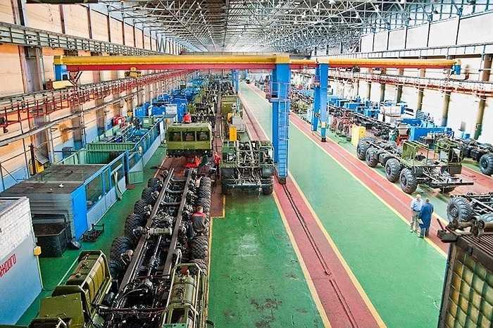 Nơi đây là xưởng chế tạo xe công binh hoặc xe chở tên lửa tầm ngắn.