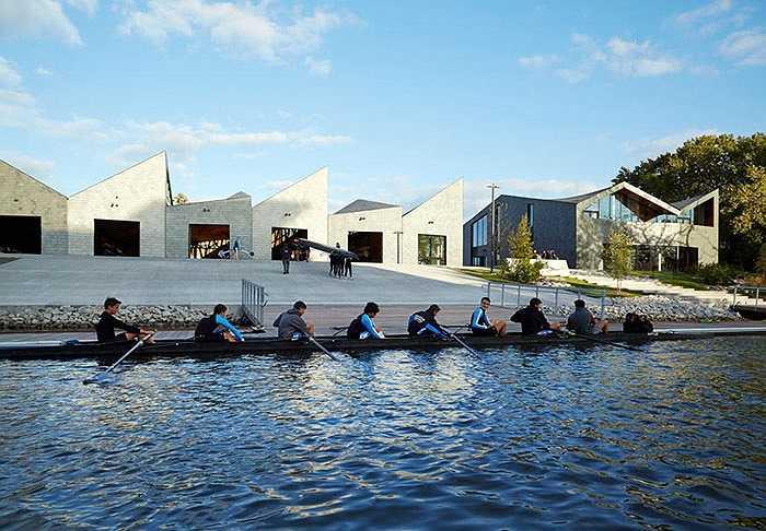 Đầu năm 2014, bờ sông Chicago, Mỹ đón chào một nhà đua thuyền được xây dựng hiện đại. Công trình này giúp cư dân thành phố vui chơi giải trí, đồng thời giúp các dòng sông trong thành phố bớt ô nhiễm
