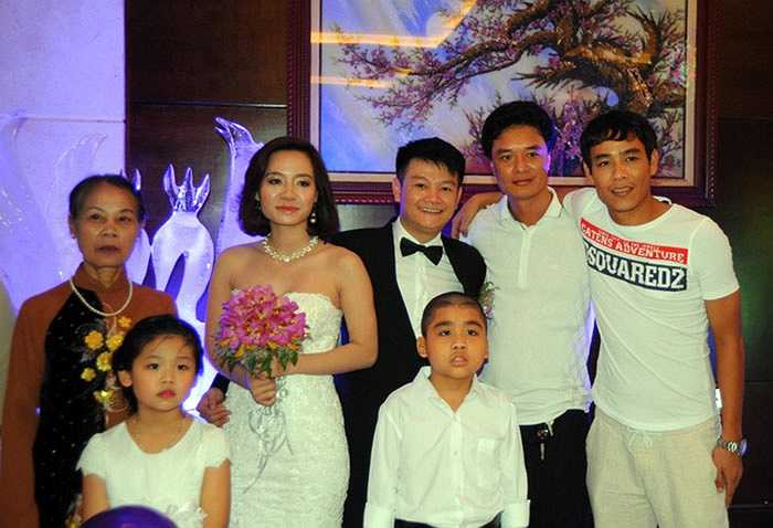 Trước Công Vinh gần nửa năm, Văn Quyến đã yên bề gia thất với cô dâu Thanh Hằng