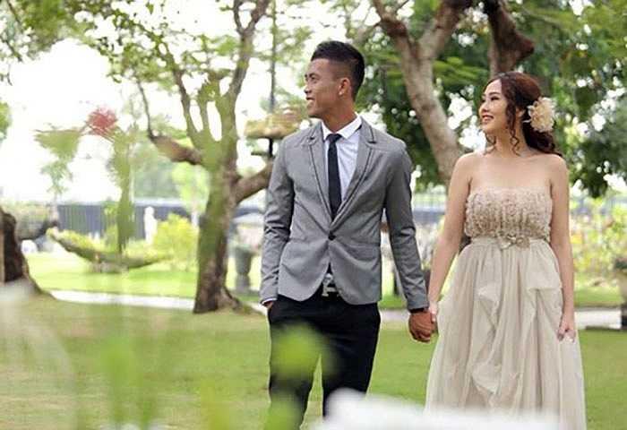 Anh khoe bộ ảnh cưới lãng mạn với cô vợ trẻ đẹp ở một nơi sang trọng