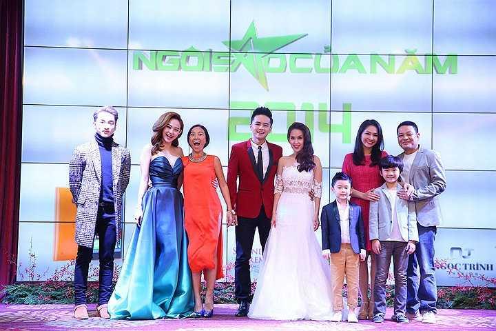 Minh Hằng cùng dàn nghệ sỹ đã có mặt trong lễ công bố giải thưởng Ngôi sao của năm