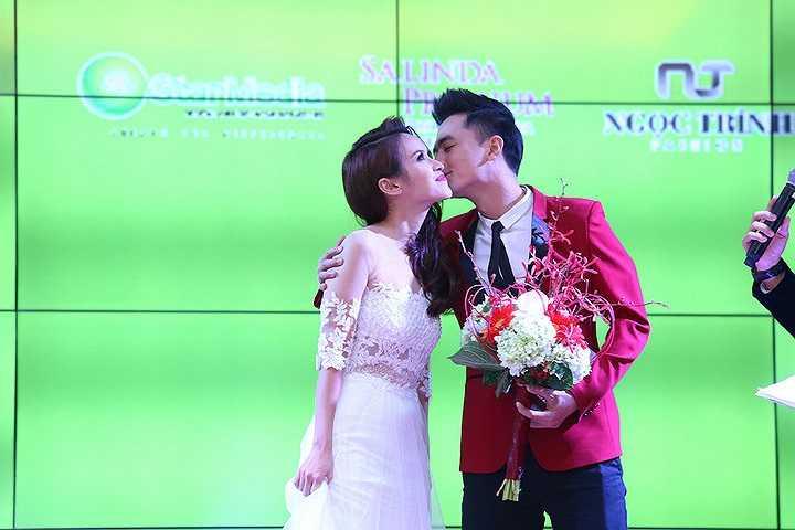 Cặp diễn viên chiếm được thiện cảm của quan khách nhờ vẻ tự nhiên và sự chân thành.