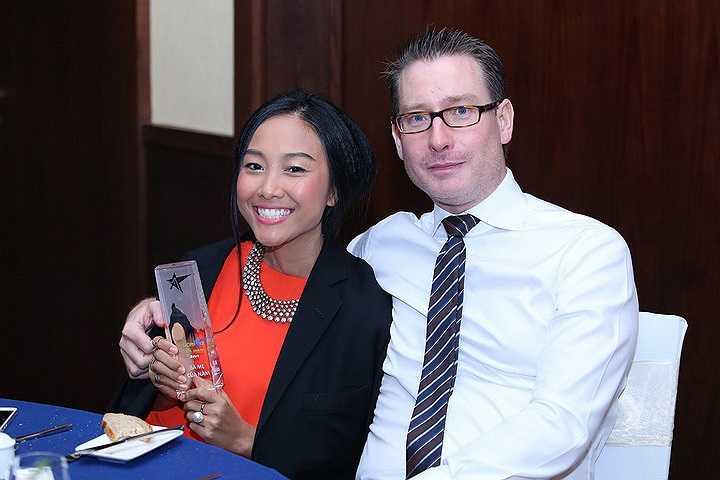Nữ ca sỹ Đoan Trang vinh dự nhận giải thưởng Bà mẹ của năm