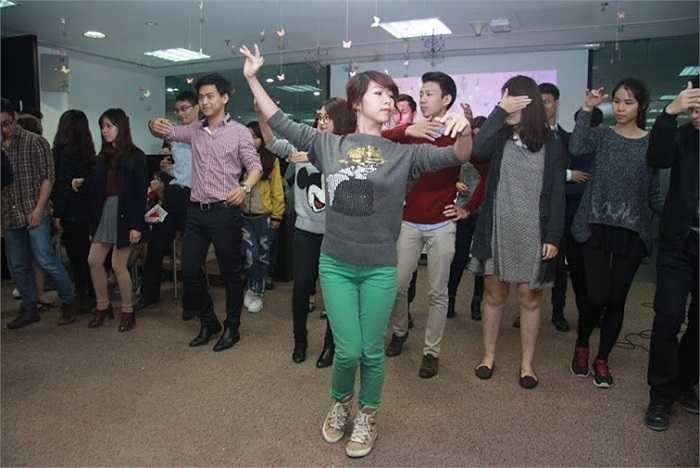 Một pre- event đã được tổ chức nhằm giới thiệu về chương trình, đồng thời chuẩn bị cho các khách mời những điều cần thiết cho một buổi dạ hội như: trang điểm và cách làm tóc, cách làm và vẽ mặt nạ, dạy nhảy slow dance...