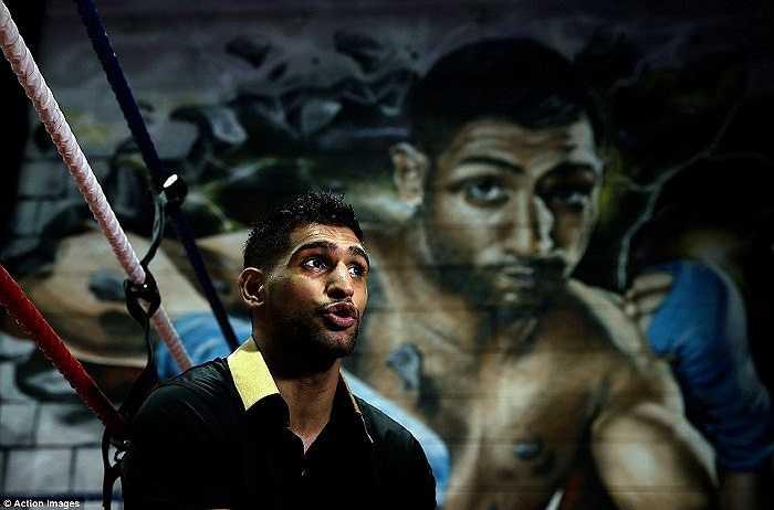 Hiện Khan đang thách đấu nhà vô địch của những nhà vô địch- võ sỹ Mayweather