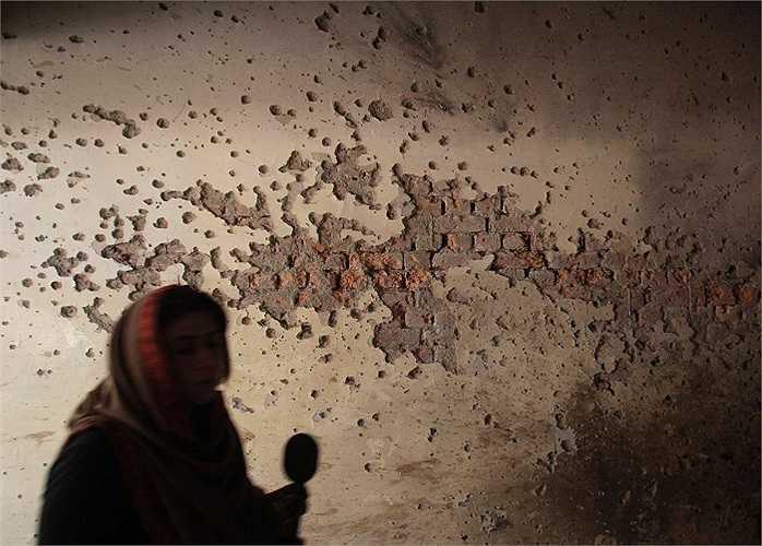 Phát ngôn viên của Taliban tự xưng là Mohammed Khurrassani tuyên bố nhóm khủng bố đã cài 6 quả bom trong trường để 'trả thù' việc bị quân đội Pakistan săn đuổi thời gian qua