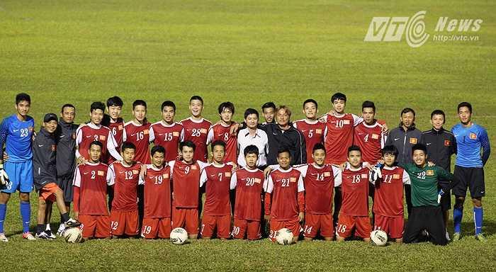 Dù thất bại ở tại giải U19 Đông Nam Á 2013 trước Indonesia, nhưng với những gì đã thể hiện, U19 Việt Nam nhanh chóng trở thành một hiện tượng. (Ảnh: Minh Trần)