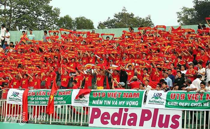 Thua trận ra quân theo một kịch bản đầy lạc quan, hàng vạn người đến sân Thống Nhất ở trận thứ 2 với một niềm tin U19 Việt Nam sẽ khiến U19 Nhật Bản bất ngờ.(Ảnh: Quang Minh)