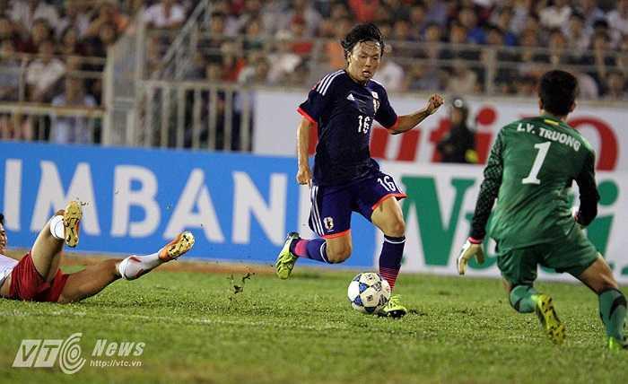 Khi hiệp 1 khép lại, mọi thứ đã đã an bài. U19 Việt Nam vỡ trận và không thể là chính mình trước một U19 Nhật Bản vượt trội toàn diện.(Ảnh: Quang Minh)