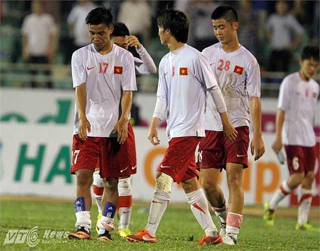 U19 Việt Nam trở lại mặt đất.(Ảnh: Quang Minh)