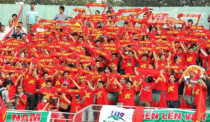 Các nhà quản lý, tổ chức cũng nhanh chóng vào cuộc, tạo ra sân chơi tiếp theo để người hâm mộ được thưởng thức đội bóng 'xanh-sạch-đẹp' U19 Việt Nam. (Ảnh: Quang Minh)