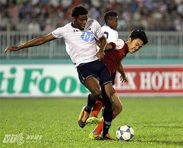 Nhưng không lâu sau khi sang Anh tập huấn và gặp lại đội bóng trẻ của Tottenham, U19 Việt Nam mới thực sự biết sức mạnh thực sự của 'Gà trống'. U19 Việt Nam thua 0-9 U19 Tottenham trong một trận đấu tập.(Ảnh: Quang Minh)