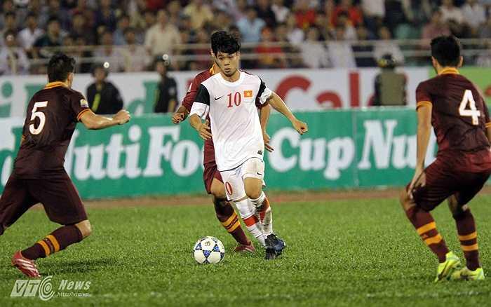 U19 Việt Nam vào trận khiến U19 AS Roma có phần bị ngợp.(Ảnh: Quang Minh)