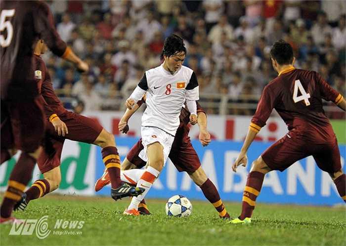Lúc này, đội bóng màu bã trầu mới hiểu vì sao U19 Việt Nam lại thu hút sự chú ý của người hâm mộ đến vậy.(Ảnh: Quang Minh)