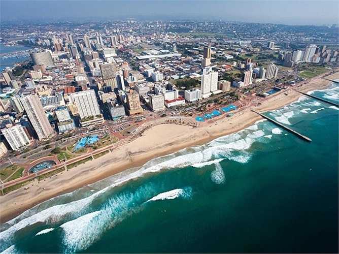 3. Durban, Nam Phi. Thành phố biển Durban thuộc KwaZulu-Natal của Nam Phi là bến cảng đông đúc nhất lục địa đen. Thành phố này cũng nổi tiếng với những ngọn sóng và bãi biển tuyệt đẹp.