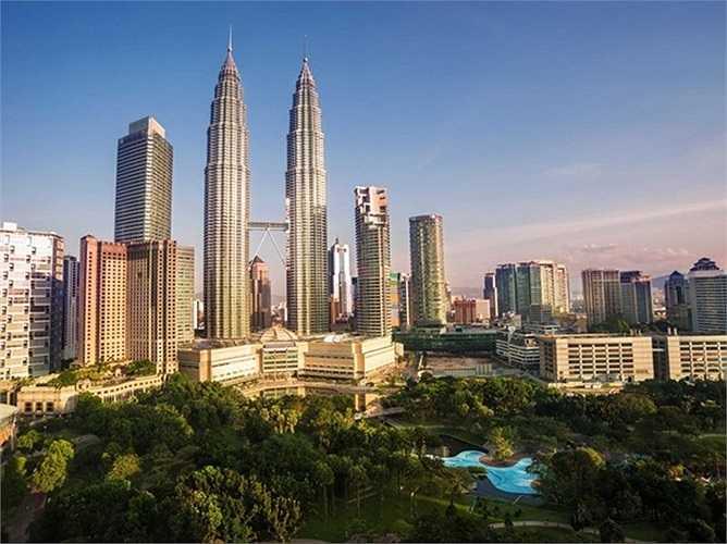 5. Kuala Lumpur, Malaysia. Kuala Lumpur, trung tâm văn hóa của Malaysia, nổi tiếng với những cao ốc chọc trời. Cao ốc Petronas Twin tại thành phố này là tháp đôi cao nhất thế giới.