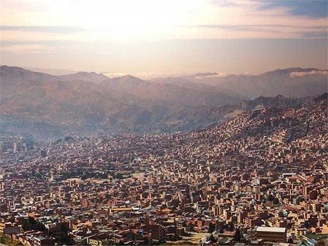 6. La Paz, Bolivia. Nằm trên đỉnh dãy Andes Mountains, La Paz ở độ cao hơn 3.600 m so với mực nước biển. Đây cũng là thủ đô cao nhất trên thế giới.