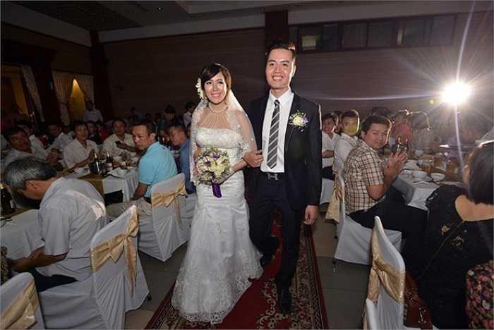 Ngày 22/5, Mai Thỏ đã chính thức 'theo chồng về dinh'. Đây được xem là một trong những đám cưới bất ngờ được giấu kín đến phút chót của hot girl Việt trong năm 2014. Hôn lễ diễn ra giản dị với sự có mặt của gia đình, bạn bè thân thiết.