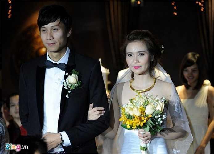 Tối 13/12, lễ cưới hoành tráng của Huyền đã được tổ chức tại trung tâm Trống Đồng, đường Phạm Ngọc Thạch, Hà Nội với sự có mặt của nhiều quan khách và bạn bè trong giới hot girl, diễn viên. Ảnh: Hoàng Anh.