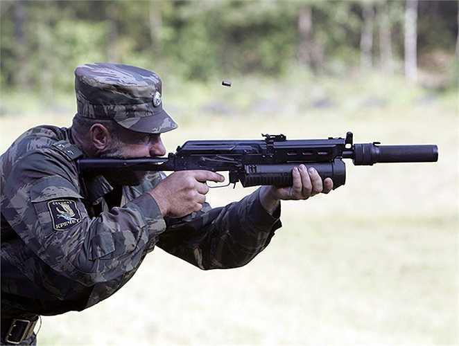 Binh sĩ bắn Bizon-2 trên thao trường