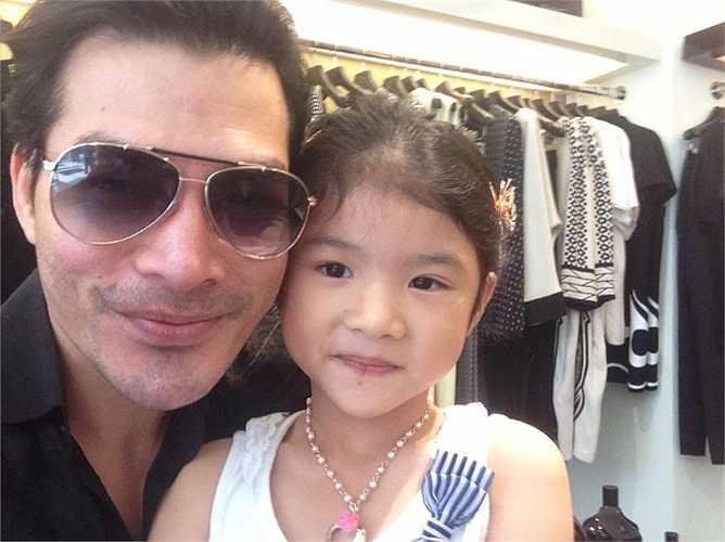 Bất cứ khi nào có thời gian rảnh, Trần Bảo Sơn đều đưa con gái đi chơi.