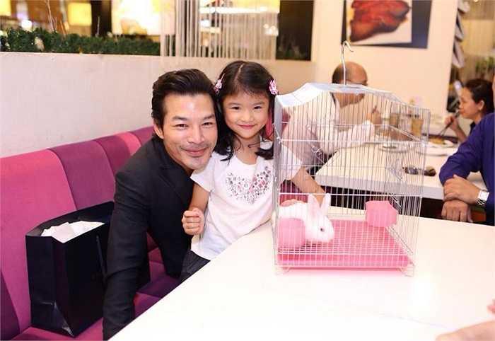 Dù Trần Bảo Sơn và Trương Ngọc Ánh đã 'đường ai nấy đi', nhưng cả hai luôn dành tình cảm cho con gái.