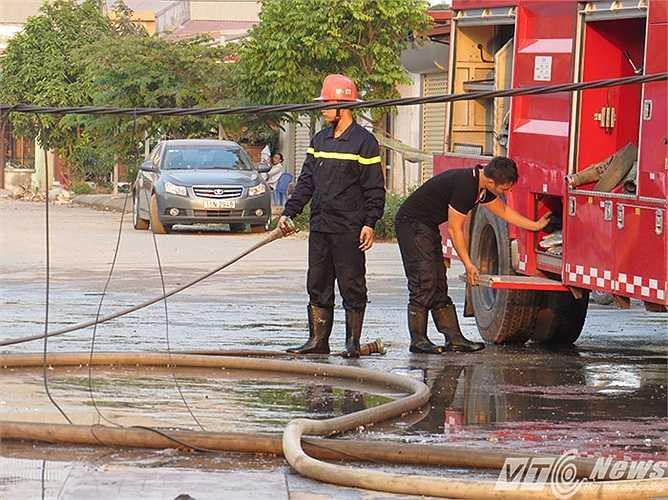 Đến 16h30 (sau khoảng gần 4h đồng hồ), đám cháy đã được dập tắt hoàn toàn.