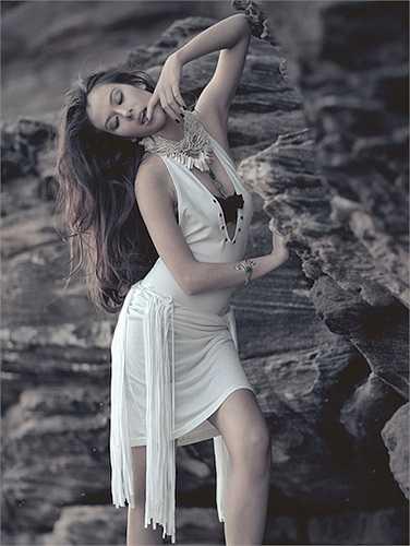 Dù mới 18 tuổi nhưng cô đã có vẻ đẹp rất quyến rũ, trưởng thành.