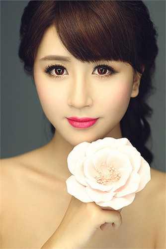 Cô là một người mẫu teen nổi tiếng ở Hà Nội.