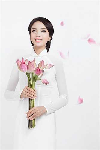 Vẻ đẹp của tân hoa hậu 18 tuổi được ví như bông hoa chớm nở.