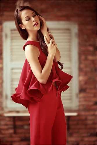 Chanel Hương Thùy thông thạo 5 thứ tiếng: Việt, Pháp, Anh, Italy và Trung Quốc.