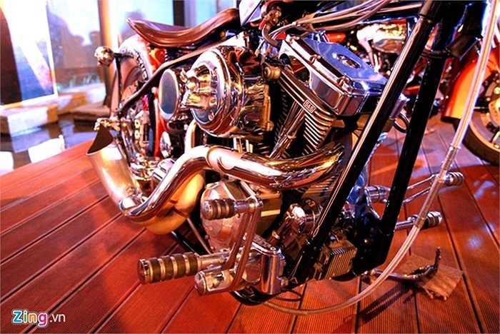 Xe sử dụng động cơ V-twin trên Harley-Davidson, được S&S độ lại.