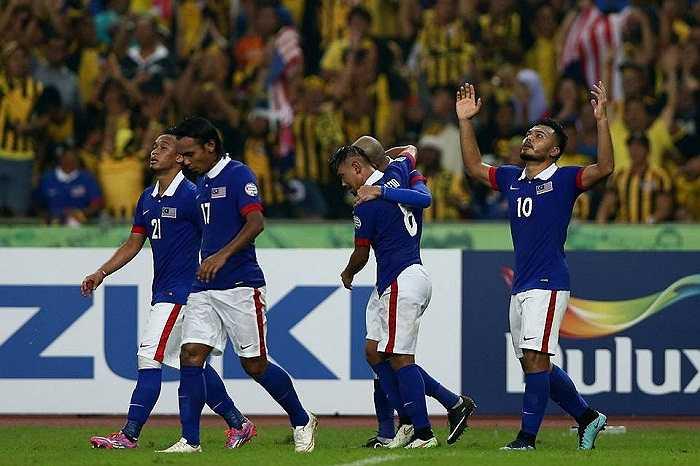 Sau Việt Nam, đến lượt Thái Lan bị Malaysia dồn vào thế chân tường