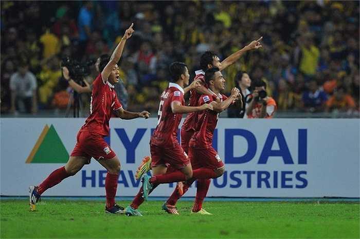 Trong 10 phút cuối trận, Thái Lan ghi 2 bàn thắng
