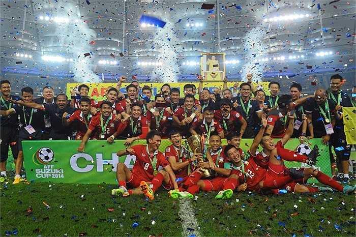 Chức vô địch AFF Cup cũng hoàn tất một năm thành công của bóng đá Thái Lan. Năm 2014, họ vào top 4 ASIAD.
