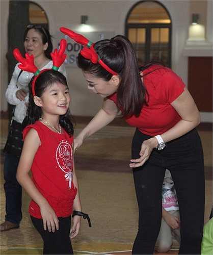 Chương trình được diễn ra tại một khu vui chơi giải trí và được các em nhỏ hưởng ứng rất nhiệt tình. Con gái Bảo Tiên cũng đi cùng cô.