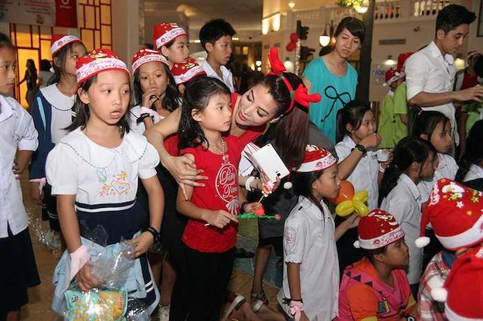 Đêm 22/12, Trương Ngọc Ánh và đoàn phim 'Hương Ga' sẽ tham dự lễ trao giải Ngôi sao xanh tại Nhà hát TP. HCM.