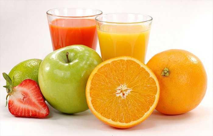 Uống nước ép trái cây tươi và nước: Hãy uống nước ép trái cây tươi và nước vì chúng là cần thiết cho một chế độ ăn uống lành mạnh. Ngoài việc giữ cho cơ thể bạn đủ nước, các loại chất lỏng này cũng giúp loại bỏ độc tố có hại ra khỏi cơ thể bạn.