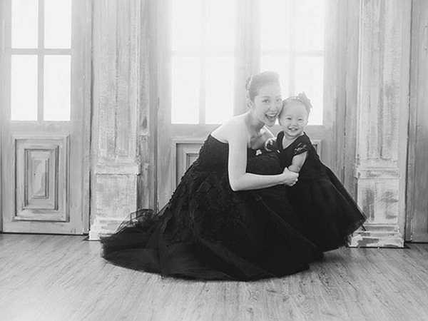 Hai năm sau khi cưới, Linh Nga sinh hạ bé gái đầu lòng. Cô công chúa nhỏ của Linh Nga có tên ở nhà là Luna.