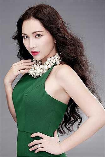 Nàng Út Ráng Kim Hiền từng có một cuộc hôn nhân đổ vỡ với DJ Phong. Sau khi ly hôn, người đẹp dành hết tình thương cho cậu con trai Sonic.
