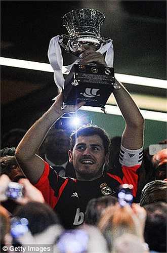 Tính tổng cộng, Casillas đã giành 8 chức vô địch trên cương vị đội trưởng. Anh cũng từng giành siêu cúp Tây Ban Nha