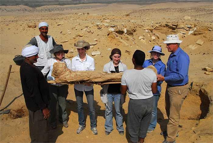 Người đứng đầu dự án khai quật nghĩa địa khổng lồ này là giáo sư Kerry Muhlestein, thuộc Khoa Kinh thánh cổ, Đại học Brigham Young (Mỹ).
